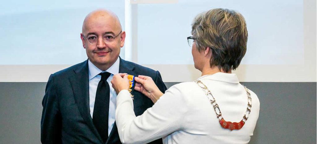 Peter Bakker byl jmenován důstojníkem řádu Orange-Nassau (anglicky)