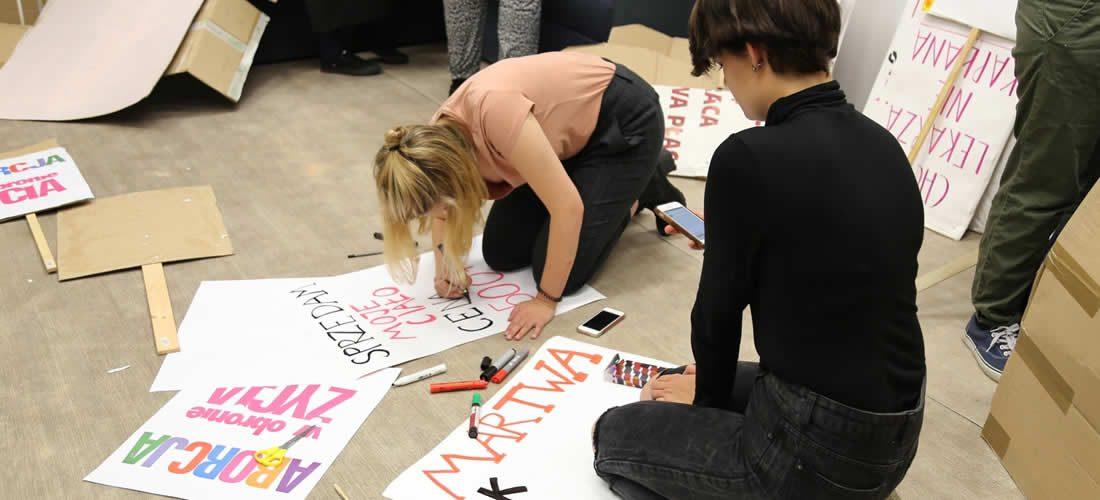 Tisíce britských studentů vyšlo do ulic za klimatické změny (anglicky)