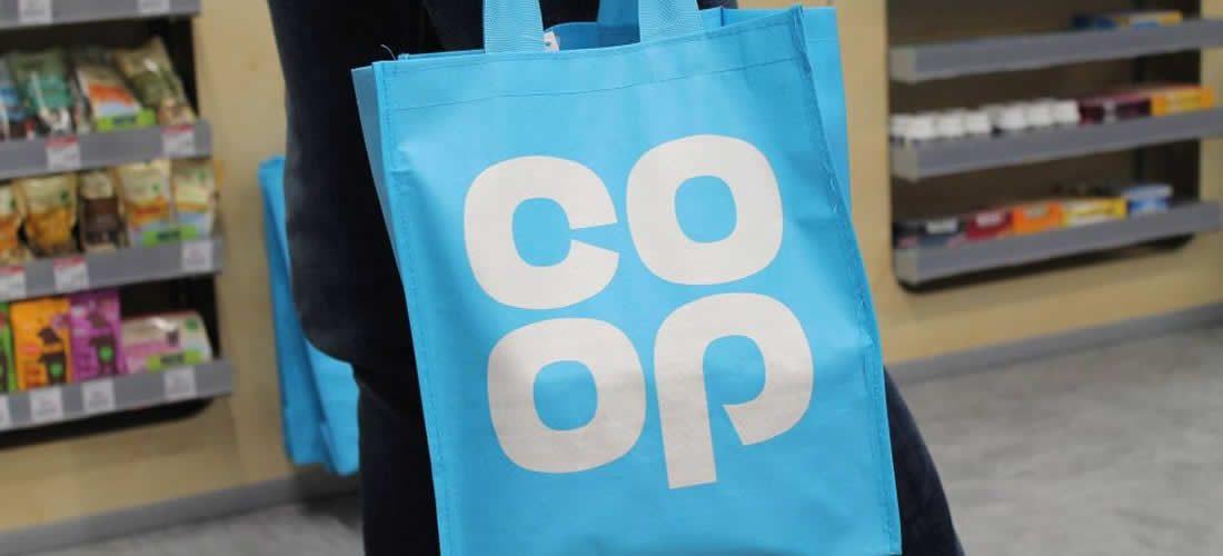 Co-op se zavazuje k100% recyklovatelnému balení produktů vlastní značky (anglicky)