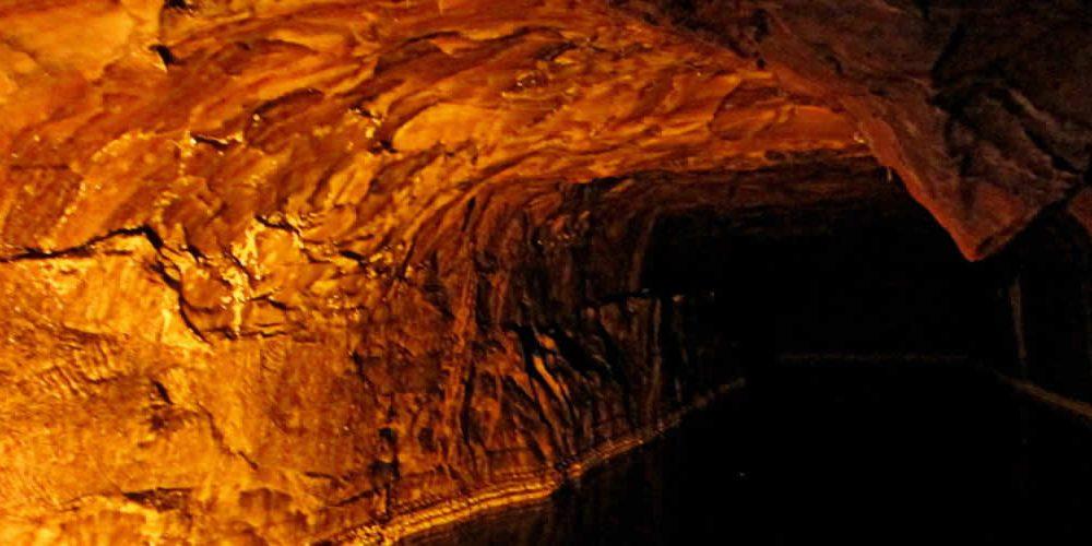 Skladování vodíku vsolných jeskyních ve Francii (anglicky)