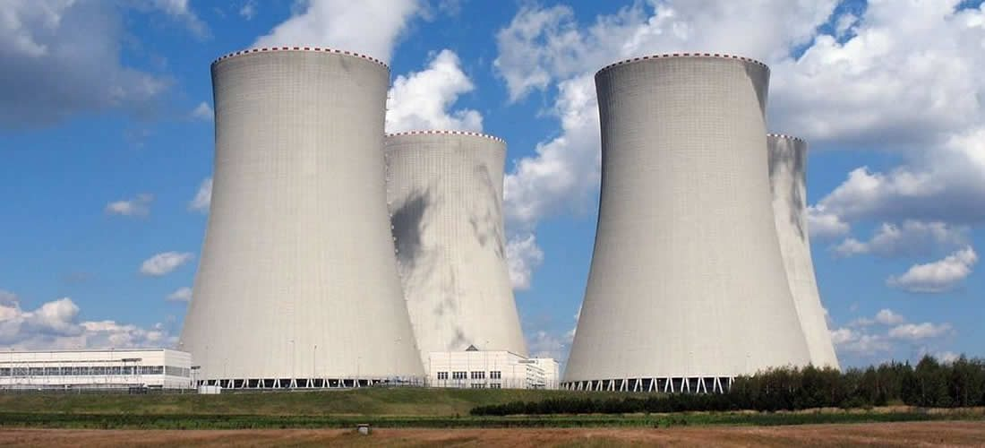 UK fossil fuel power drops to record low